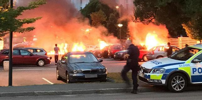Wielki pożar w Szwecji. Spłonęło aż 88 samochodów