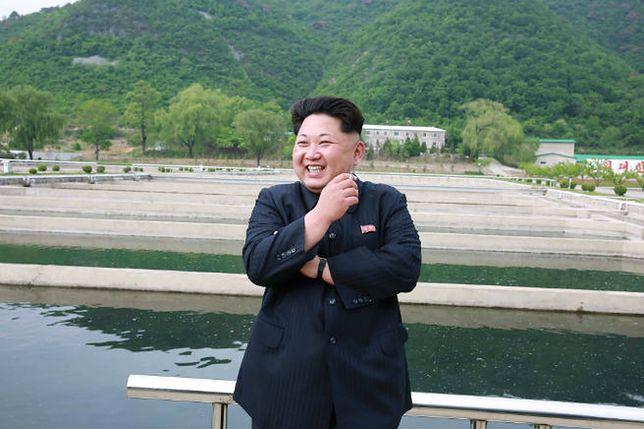Kim Dzong Un w czasie innej gospodarskiej wizyty na farmie rybnej