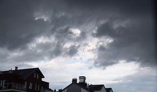 Niebezpieczna pogoda w Ustroniu Morskim. Trąba powietrzna przeszła przez miasto