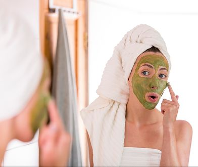 Peeling domowy to szybka i prosta metoda na pozbycie się martwego naskórka z twarzy.