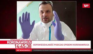 Koronawirus. Ratownik pokazał, jak zdjąć rękawiczki