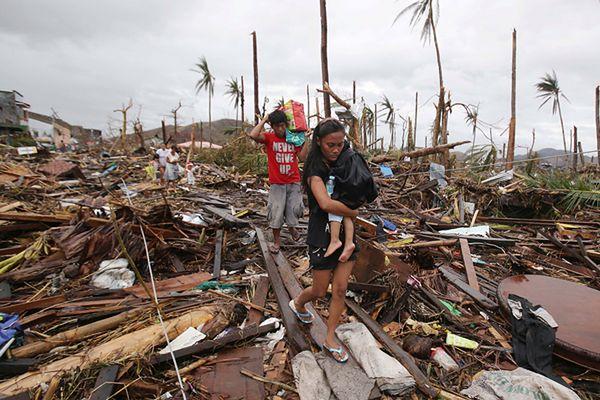 Tragiczna sytuacja po tajfunie na Filipinach