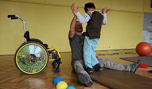 """Koniec z rehabilitacją dzieci w szpitalu, sale przejmie prywatna firma. """"Mali pacjenci będą biegać po korytarzu"""""""