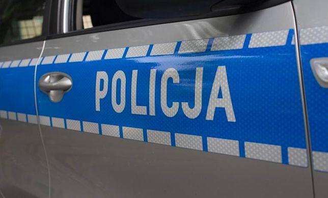 Raszyn. Policja ściga mężczyznę, który usiłował przejechać funkcjonariuszy. Oddano strzały