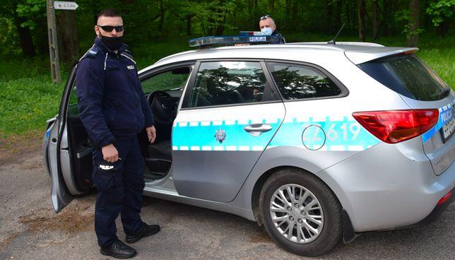 Mazowieckie. Policjanci z Nowego Dworu Mazowieckiego ujęli złodzieja skutera wodnego i przyczepy do jego transportu. Mężczyzna uciekał z łupem przed funkcjonariuszami, na koniec porzucił pojazd i chciał zbiec pieszo