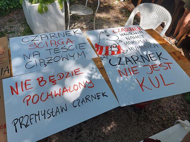 Warszawa. Z takimi transparentami przyjdą dziś o godzinie 18 pod resort edukacji i nauki nauczyciele, rodzice i uczniowie
