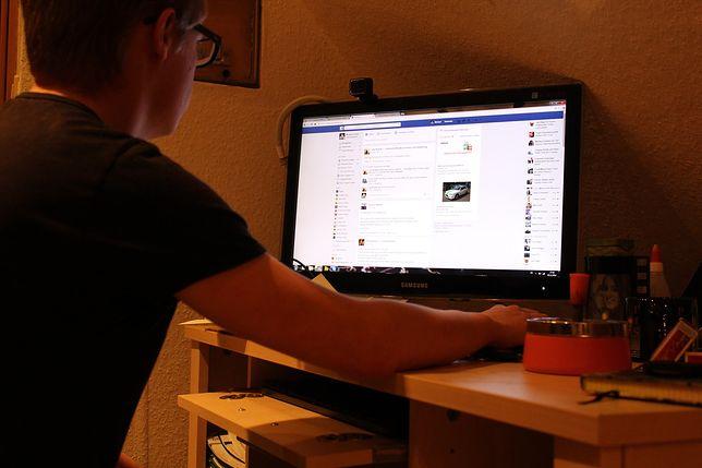 Facebook przyznaje, że jest na nim dużo propagandy i fałszywych wiadomości