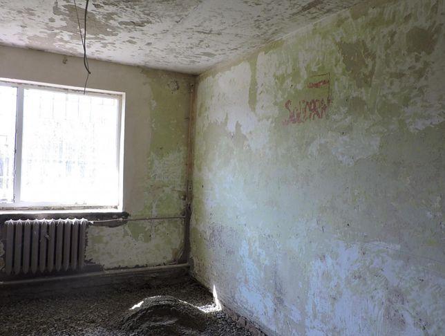 """Jedyny w swoim rodzaju. Napis """"Solidarność"""" ukryty w celi, to świadectwo koszmaru stanu wojennego"""