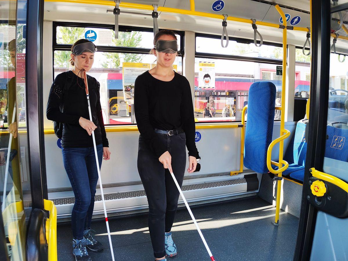 Bielsko-Biała. Instruktorzy szkolili się w korzystaniu z autobusów przez osoby niewidome.