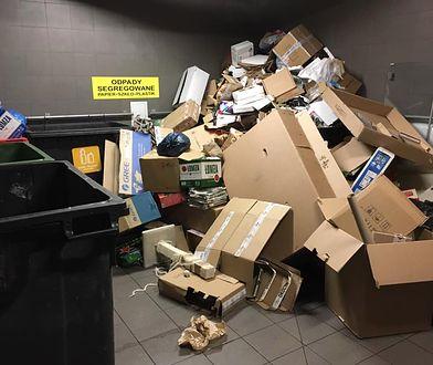 Tak nowe zasady segregacji śmieci wyglądają w praktyce. Zdjęcie z jednego z warszawskich osiedli