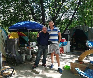 Od czterech lat mieszkają nad Wisłą. Przez jeden post na Facebooku ich los może się zmienić