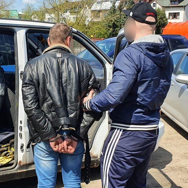 Warszawa. Zatrzymano mężczyzn podejrzanych o kradzież mercedesa