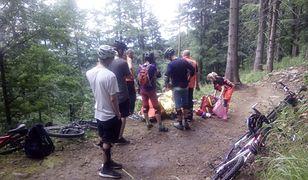GOPR. Akcja ratownicza w Beskidach po wypadku rowerzysty na szlaku górskim
