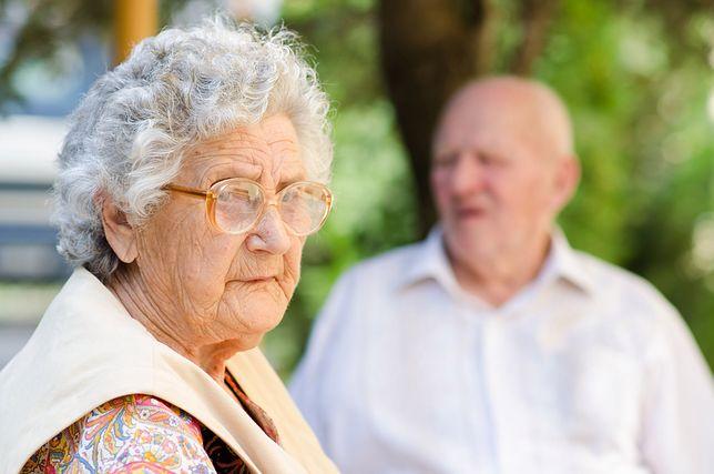 – Babcia się prawie obraziła, więc i tak musiałam wziąć te pieniądze - mówi jedna z bohaterek.