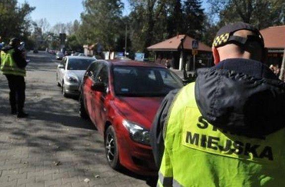 Wraca problem źle zaparkowanych aut przy ZOO