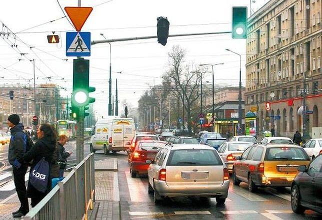 """Mniej korków w Warszawie? Jest szansa na """"zieloną falę"""" w całej stolicy"""