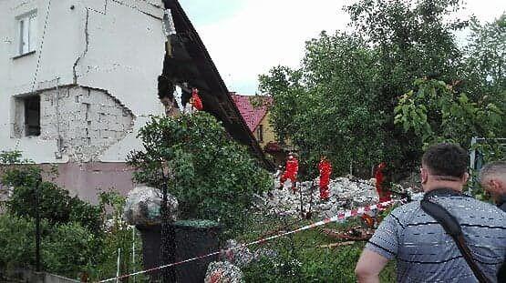 Chodel, woj. lubelskie. Wybuch gazu w domku jednorodzinnym. Trwa akcja ratunkowa