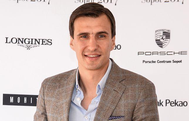 Jarosław Bieniuk zapuścił wąsy w ważnej sprawie.