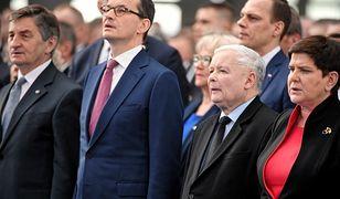 Marek Kuchciński, Mateusz Morawiecki, Jarosław Kaczyński i Beata Szydło na konwencji PiS