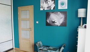 Jak urządzić sypialnię z małym oknem? Metamorfoza sypialni