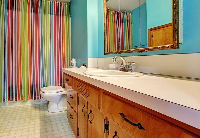 Zasłony prysznicowe odpowiednio dopasowane do aranżacji łazienki podkreślają jej styl
