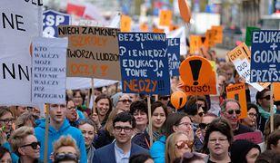Strajk nauczycieli zostanie zawieszony, ale nie zakończony. Zanim to - piątek dniem kolejnej demonstracji