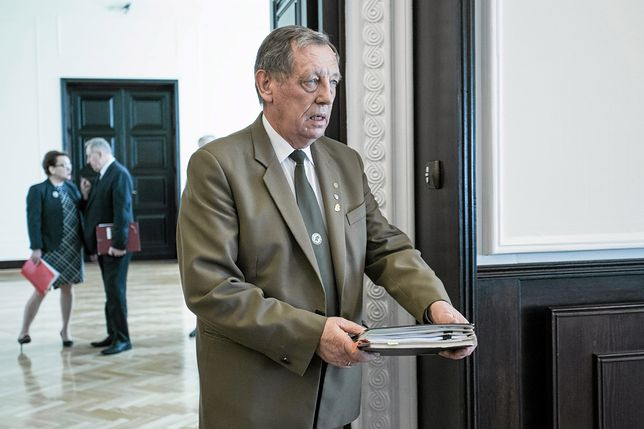 Resort Jana Szyszki najpierw wstrzymał, a później uchylił rozporządzenie.