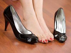 Co pomaga walczyć z opuchlizną nóg?