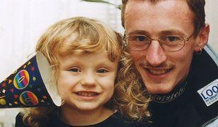 Adam Małysz z ukochaną córką w 2001 r.