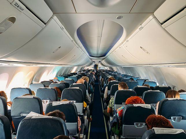 Pasażerowie mają obowiązek wypełnić podczas podróży formularz lokalizacyjny