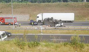 Wypadek na A2. Kierowca ciężarówki narzeka na ból w barku. Przed południem doszło również do wypadku na A4