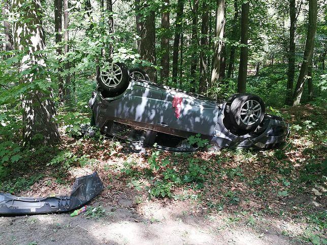 Kopydłówko: tragiczny wypadek, zginął kierowca. 8 osób rannych