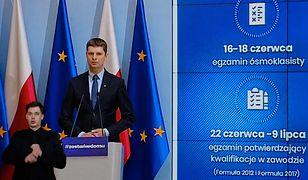 Matura 2020. Minister edukacji Dariusz Piontkowski o obowiązku maseczek dla uczniów