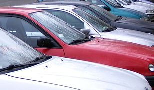 Gimnazjaliści z Kościana przebili opony w samochodach nauczycieli, bo dostali piątki, a liczyli na szóstki