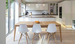 Modna drewniana podłoga: długie deski