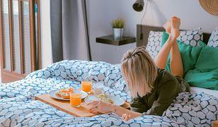 W najmniejszej nawet sypialni możesz się poczuć jak koronowana głowa. Wystarczy pamiętać o kilku drobiazgach.
