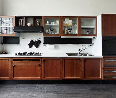 Koszt umeblowania kuchni. Ile za meble ze sklepu, a ile za zamawiane na wymiar?
