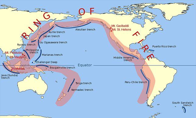 Pacyficzny Pierścień Ognia to strefa częstych trzęsień ziemi i erupcji wulkanicznych, złożona z pasu rowów oceanicznych, łuków wyspowych i aktywnych wulkanów,