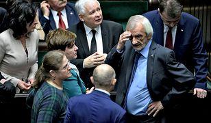 W najnowszym sondażu IBRIS PiS prowadzi, ale traci większość parlamentarną