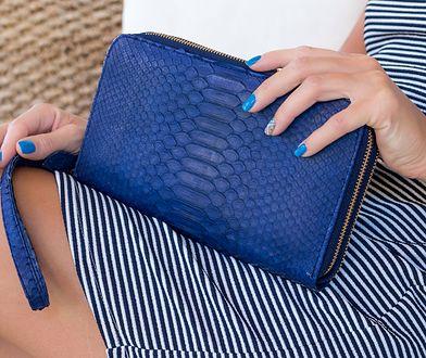 Skórzany portfel jest funkcjonalny i stylowy - warto taki mieć