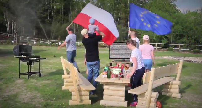 W spocie PO Polacy wstają od grilla i idą na marsz