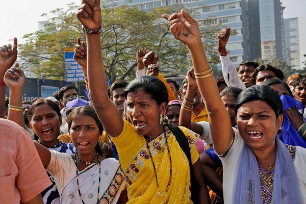 Protest przed konsulatem USA w Bombaju; 7 stycznia
