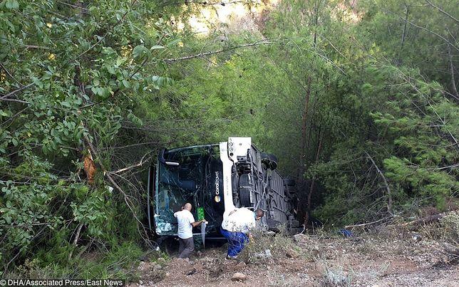 Turcja. Wypadek autobusu. MSZ: stan rannych jest stabilny