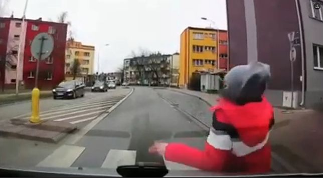 Potrącił dziecko na przejściu dla pieszych. Mamy nagranie