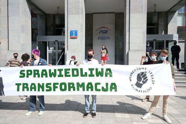 Warszawa. Protest przed siedzibą PGE