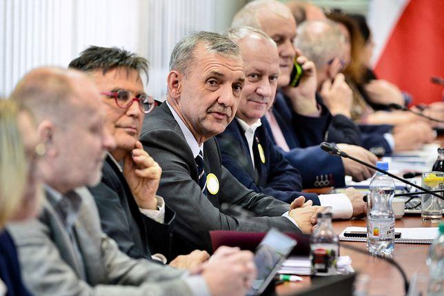 W środku lider ZNP Sławomir Broniarz.