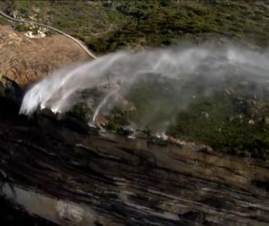 """Przerażające """"odwrócone wodospady"""" w Australii. Kolejne niecodzienne zjawisko [WIDEO]"""
