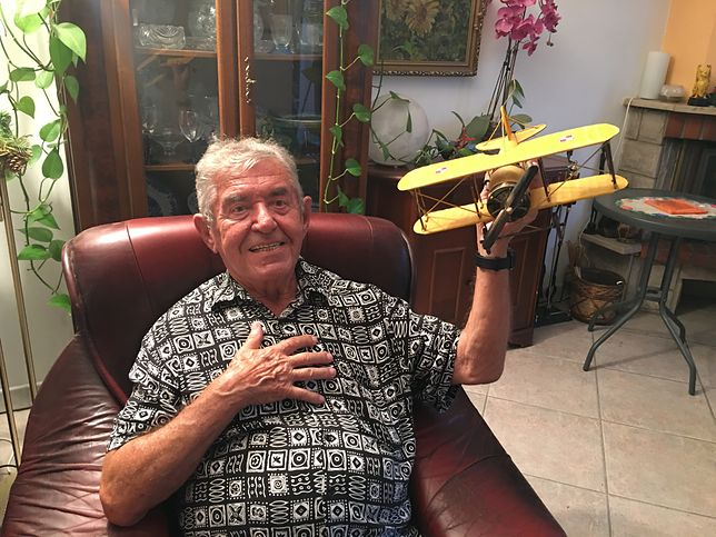 Pan Andrzej, emerytowany pilot LOT