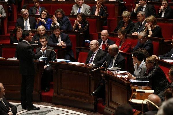 Francja zmieni konstytucję? Chodzi o terroryzm