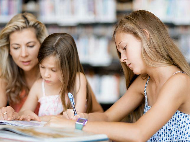 Domowa edukacja. Ich rodzice są ich nauczycielami